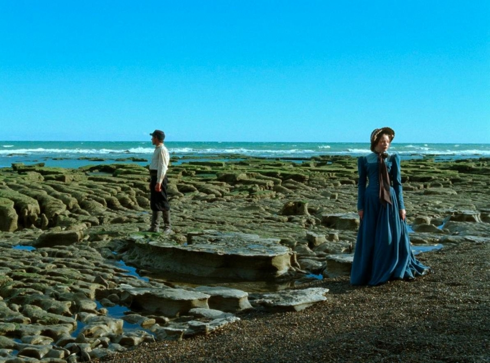 jauja-2014-001-man-and-woman-in-costumes-by-sea