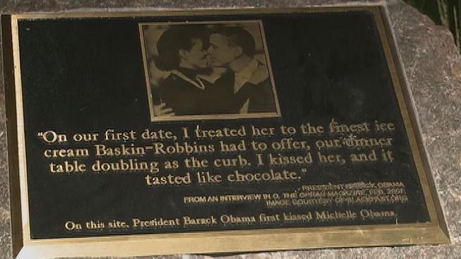 obama+plaque+kiss
