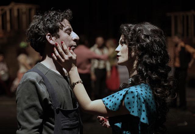 -agir-roman-tiyatro-