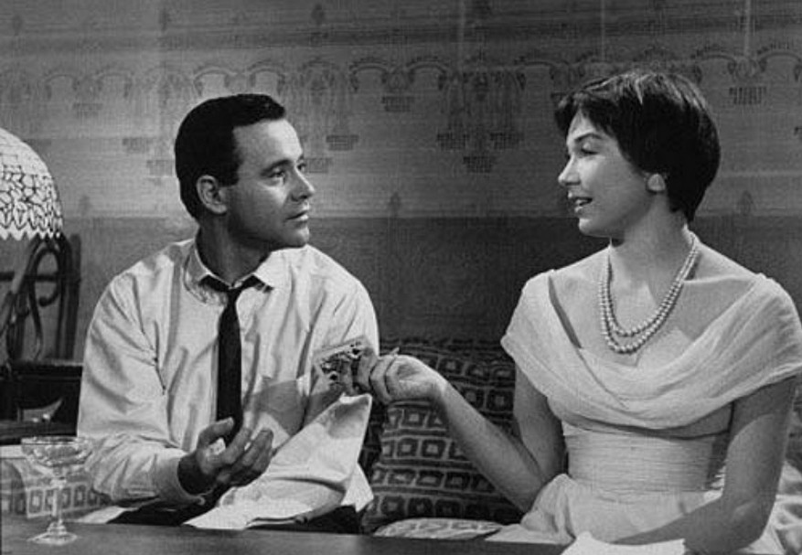 Jack-Lemmon-with-Shirley-MacLaine-in-The-Apartment-1960